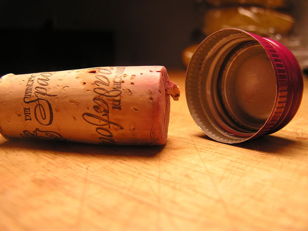 wine cork vsscrew cap